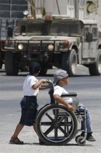 Doveva curarsi in un ospedale in Cisgiordania: Israele arresta un palestinese malato