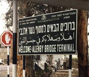 Israele impedisce a 40 palestinesi di viaggiare