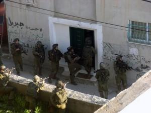 Israele arresta 12 palestinesi in Cisgiordania