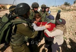 Palestinese gravemente ferito dai soldati israeliani a Ramallah