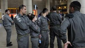 """""""Welcome to Palestine 2012"""": compagnie aeree bloccano imbarco passeggeri. Agenti anti-sommossa al Ben Gurion airport"""