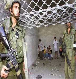 Bambino palestinese aggredito dai soldati israeliani nel corso degli arresti