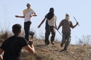 Hebron: coloni dal volto coperto aggrediscono pastori palestinesi