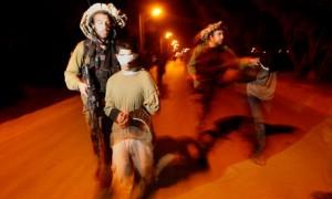 Israeli-soldiers-lead-arr-007
