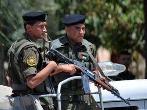 La sicurezza dell'Anp riconsegna a Israele 6 soldati e un colono che si erano infiltrati nei TO
