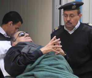 Mubarak condannato a 25 anni. Assolti molti generali. Proteste anche contro Shafiq