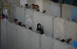 Hebron si sveglia tra checkpoint e strade chiuse
