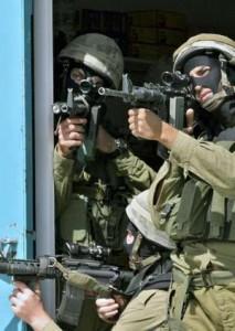 Striscia di Gaza, soldati israeliani sparano a un disabile e lo lasciano morire dissanguato