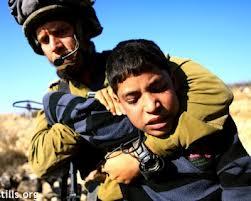 La testimonianza di un detenuto palestinese di 14 anni torturato brutalmente