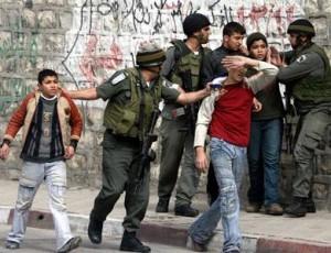 Hebron, 120 palestinesi arrestati ad aprile, 30 sono bambini