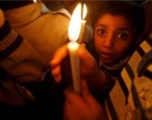 Striscia di Gaza, un'intera famiglia uccisa dall'incendio provocato da una candela