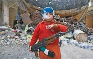 Il bambino del Kalashnikov, un altro effetto devastante della guerra in Siria