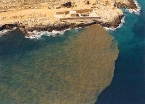Israele accusato di inquinare la costa egiziana