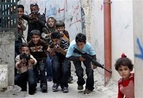Ha rivolto un fucile giocattolo contro i soldati israeliani. Arrestato un ragazzino palestinese