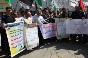 Gaza, sit-in di massa per condannare le rinunce di Abbas