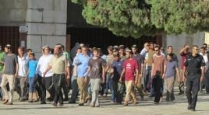 Gruppi di coloni entrano ad al-Aqsa