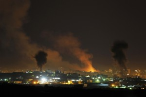 Bombardamenti israeliani contro Gaza: 2 feriti