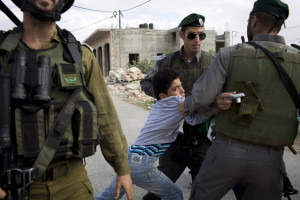 Prosegue indisturbata la politica israeliana contro i minorenni palestinesi: 23 arrestati dall'inizio di maggio
