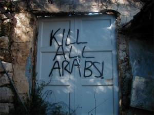 """Coloni lanciano pietre vicino Jenin e gridano """"Morte agli Arabi"""""""