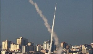 Perché Israele ha attaccato così tanti obiettivi civili palestinesi?
