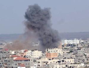 Israele bombarda la Striscia di Gaza