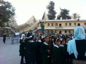 Lacrime, devastazione: ecco il rientro a scuola dei bambini di Gaza