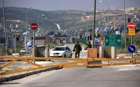 """""""L'isolamento delle città palestinesi è una punizione di massa razzista israeliana"""""""