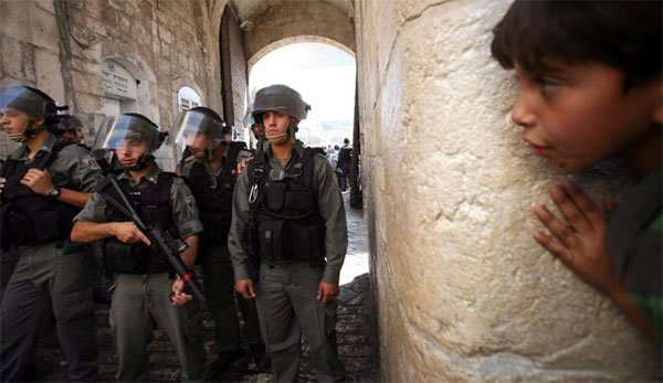 israel-soldiers-detain-palestinian-child