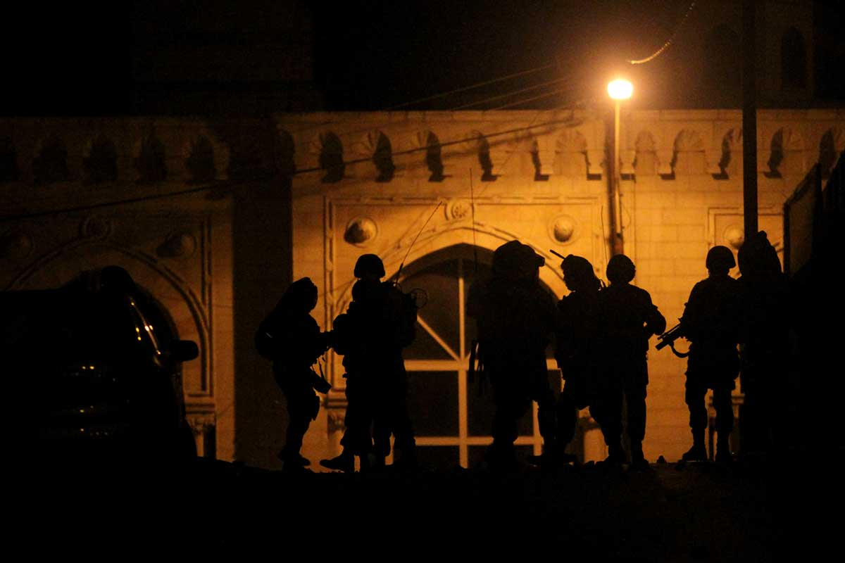 israeli-soldiers-in-hebron-during-a-night-operation