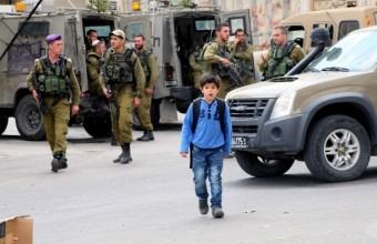 La guerra israeliana contro i bambini palestinesi: tentativi di arresto, arresti e maltrattamenti