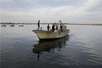 La Marina da guerra israeliana spara ai pescatori di Gaza: 2 feriti