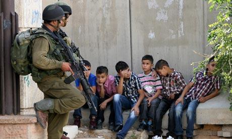 L'infanzia palestinese nel mirino dei soldati israeliani: un altro bambino arrestato