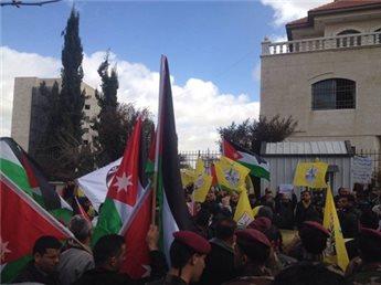 Centinaia a Ramallah sfilano in solidarietà con la Giordania e contro l'ISIS