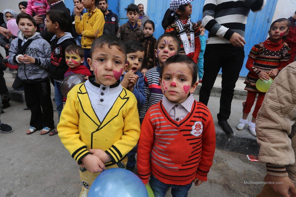 Disegnando un sorriso sui volti dei bimbi di Gaza