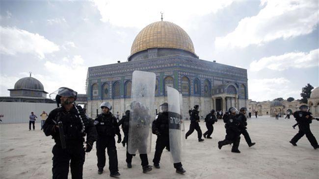 Gennaio, 1.000 coloni israeliani invadono la moschea di al-Aqsa