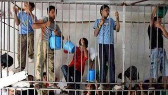 """Bambini palestinesi accusati di reati """"minori"""" chiusi dentro a gabbie all'aperto in pieno inverno"""