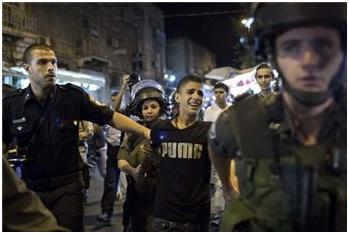 Bambini palestinesi arrestati da Israele vittime di 'confessioni forzate'
