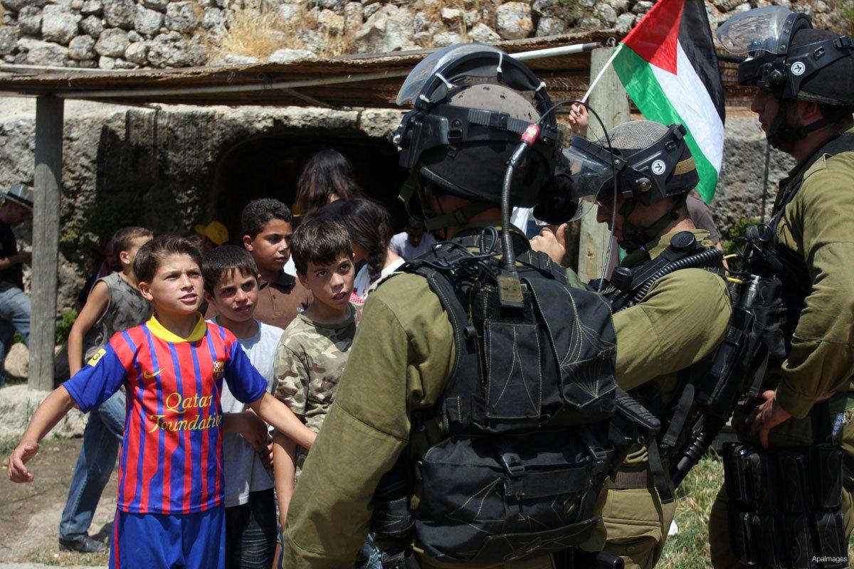 palestinian-children-protesting-confronting-israeli-soldiers-near-nabi-saleh-2