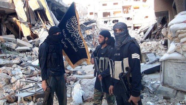 """L'ISIS, descritto come una """"milizia musulmana sunnita"""", in realtà è un """"prodotto americano"""""""
