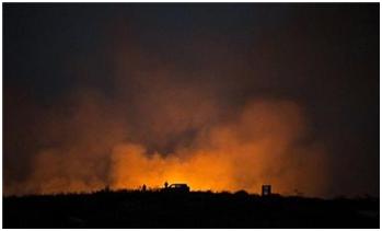 L'aviazione israeliana bombarda la Striscia di Gaza