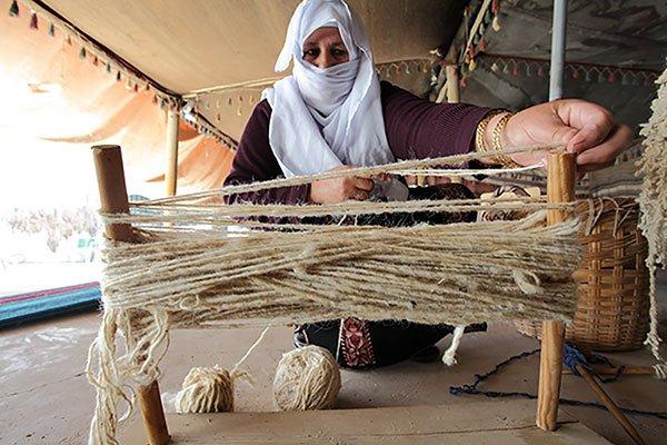 palestinian-women-weaving-bedouin