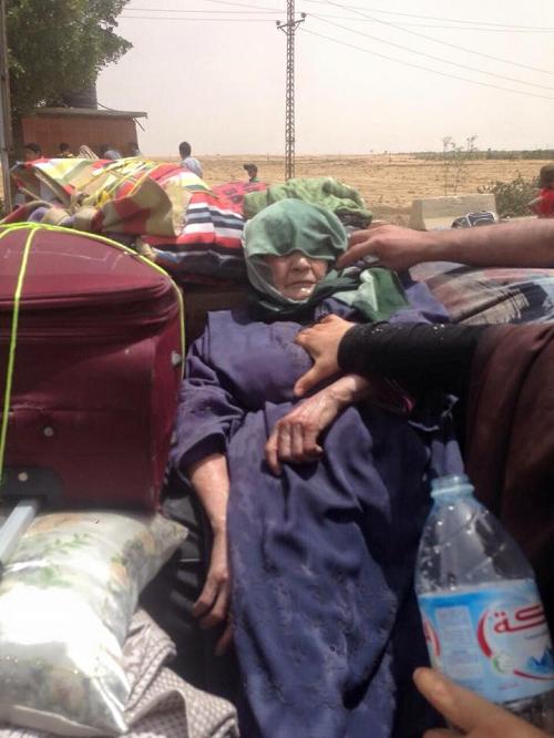 Anziana palestinese muore al valico di Rafah