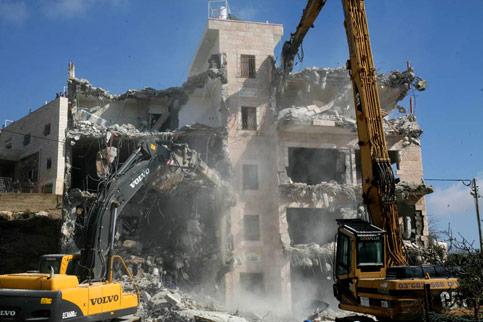Le forze israeliane demoliscono 3 abitazioni a Gerusalemme Est