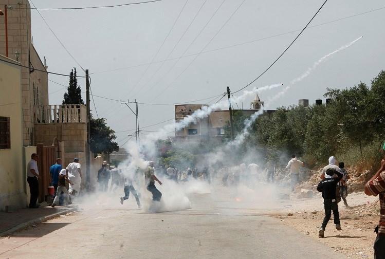 Manifestazione di Kafr Qaddum, le forze israeliane sparano alla testa di un ragazzino