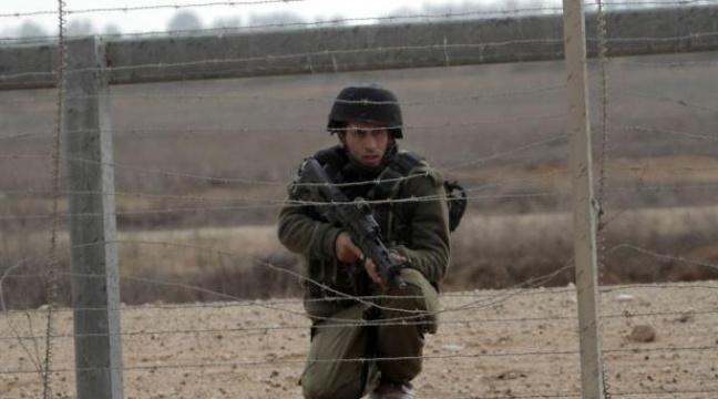 648x360_soldat-israelien-surveille-manifestation-jeunes-palestiniens-frontiere-entre-gaza-israel-khan-younes-23-novembre-2012