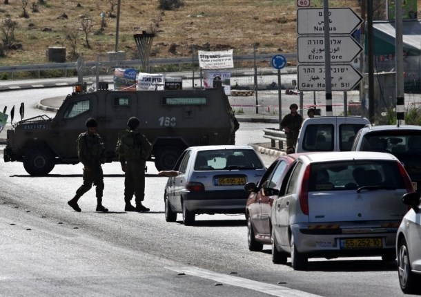 Giovane palestinese ferito a un check-point