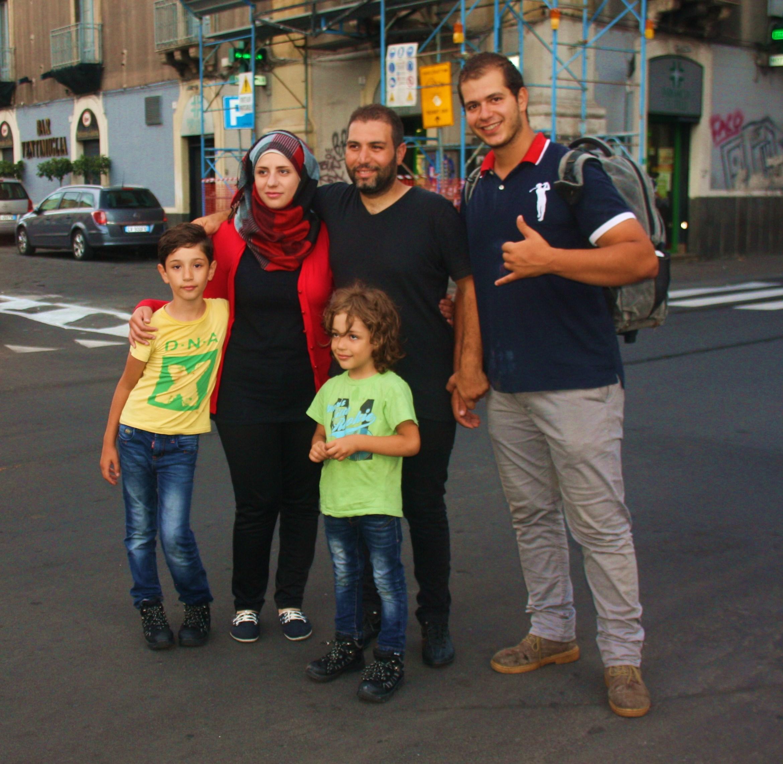 Reportage tra i profughi in Sicilia: l'incontro con Siriani e Palestinesi