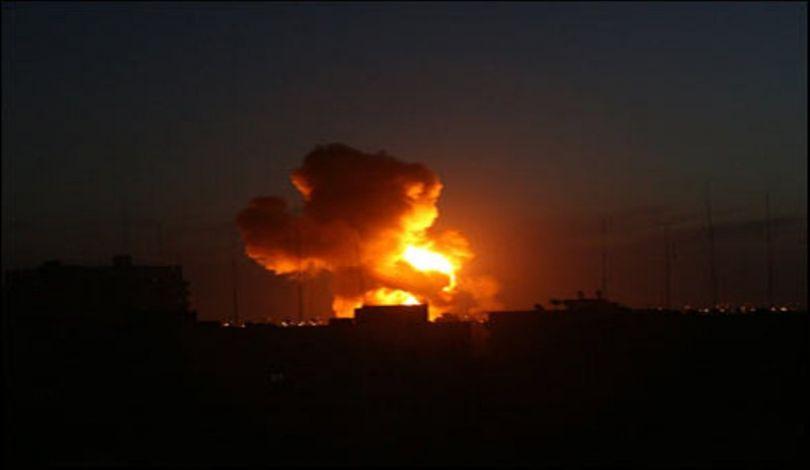 L'aviazione da guerra israeliana lancia una serie di attacchi sulla Striscia di Gaza