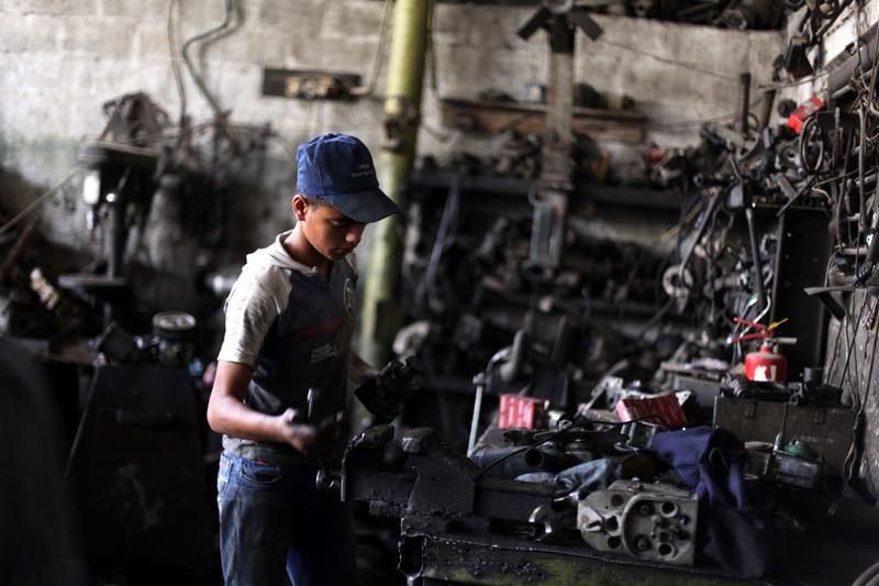 Le bombe di Israele e il blocco causano un aumento del lavoro minorile a Gaza