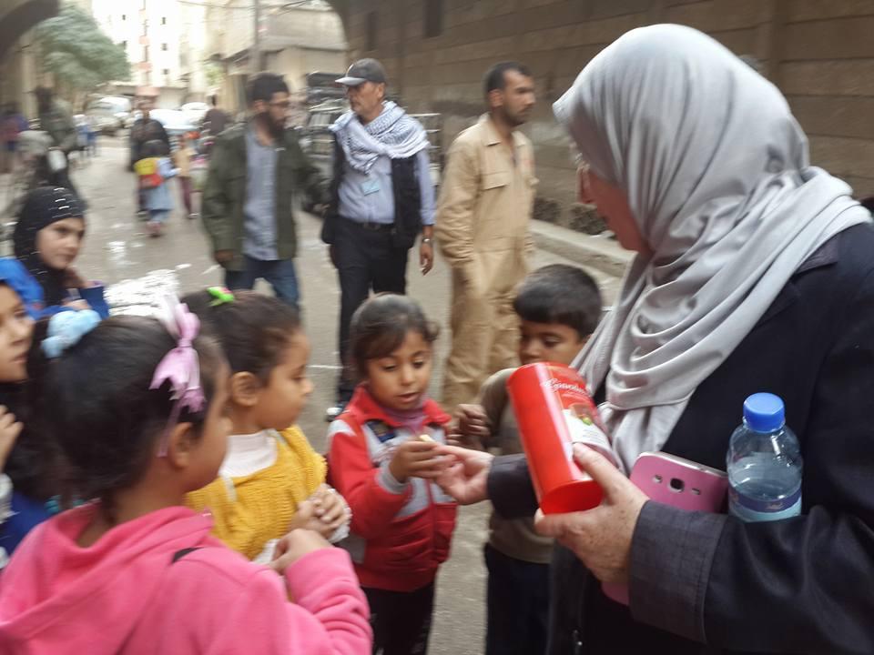 Convoglio umanitario al-Marhama distribuisce pacchi viveri nel campo di Yarmouk